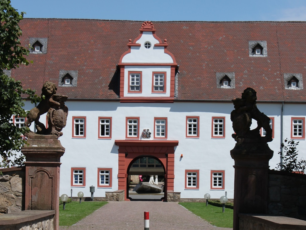 19-Schloss-Heusenstamm.JPG