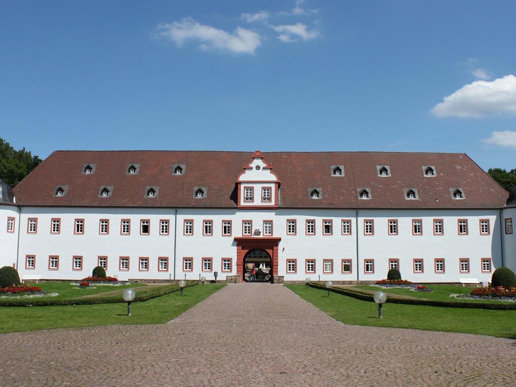 20-Schloss-Heusenstamm.JPG